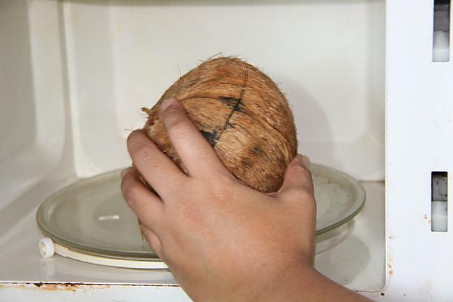 Izņem no krāsns kad tas ir... Autors: plunkš Kā iegūt kokosrieksta skaidiņas?