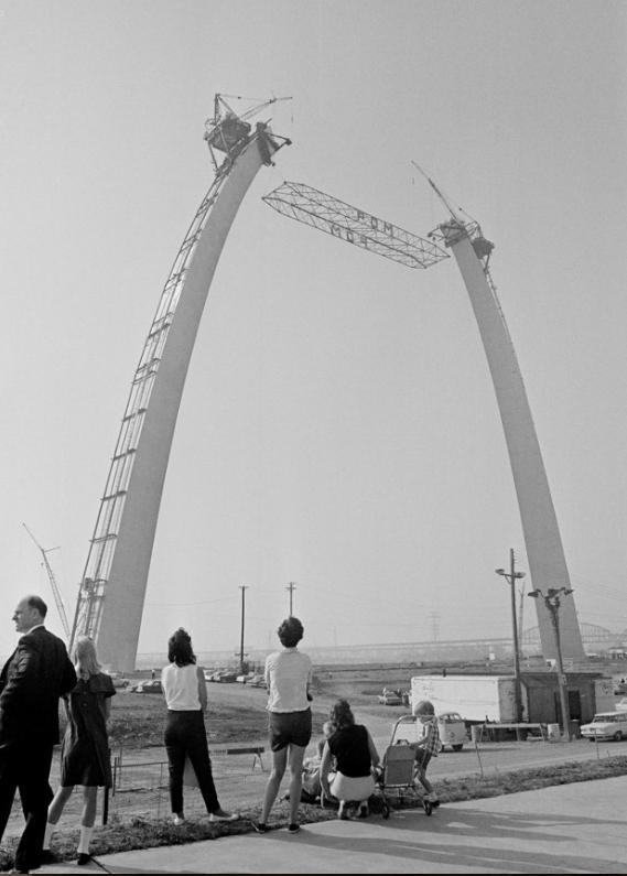 Rietumu vārti Sentluisa... Autors: Lestets Pasaules ikoniskās būves pirms to pabeigšanas